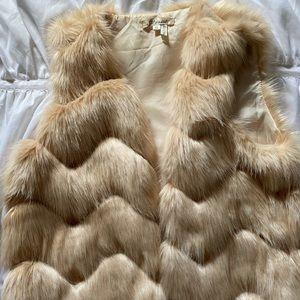 Jackets & Blazers - Pink Faux Fur Vest 🌸